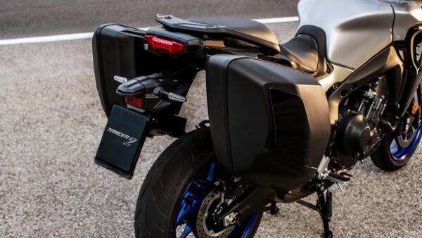2021-Yamaha-MT09TRGT-EU-Detail-002-03_Mobile.jpg